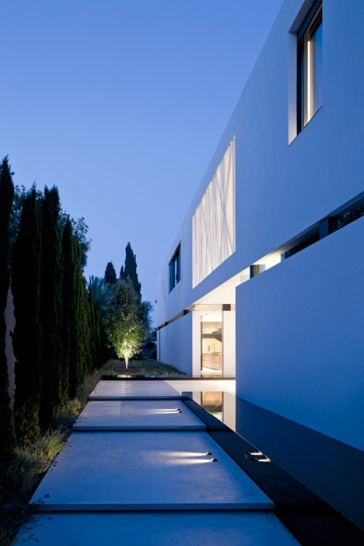 House-of-Parties-by-Pitsou-Kedem_dezeen_468_32