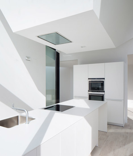 House-YC-by-RTA-Office_dezeen_468_2