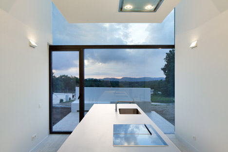 House-YC-by-RTA-Office_dezeen_468_4