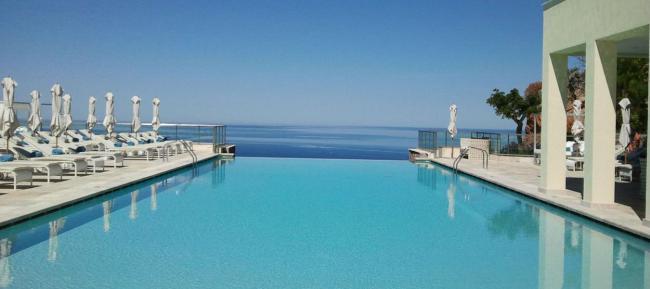 facilities-infinity pool-hero