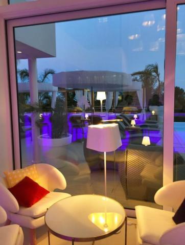 Pool bar Portals Hills